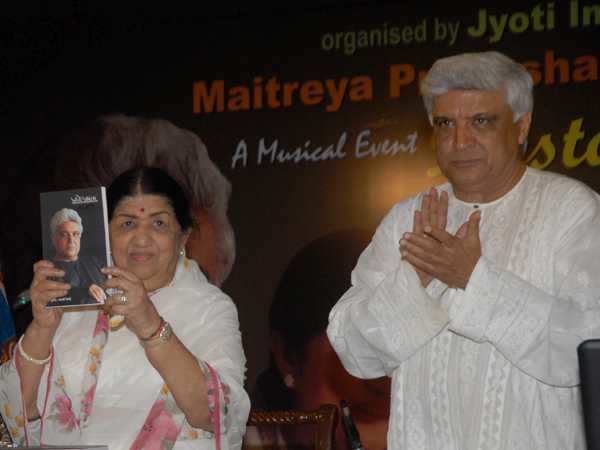 Lata Mangeshkar launches Javed Akhtar's book