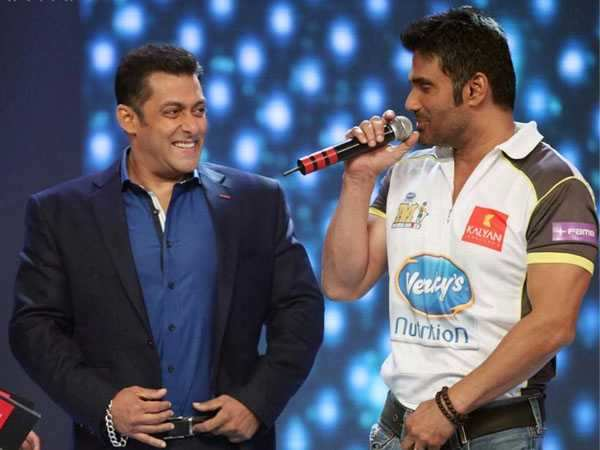 Salman and Suniel play good Samaritans...