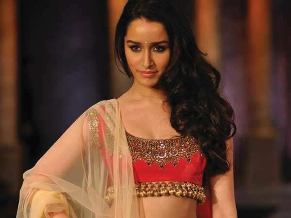Shraddha turns item girl