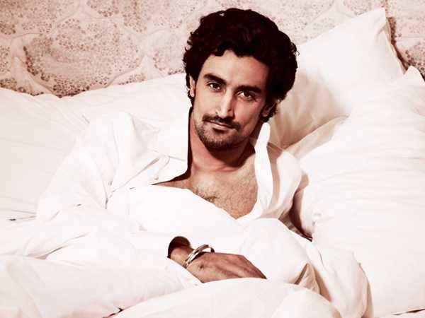 I'm happy with the relationship that I'm in right now - Kunal Kapoor