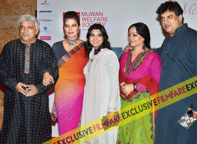 Shabana poses with husband Javed Akhtar, godchild Namrata Goyal, brother Baba Azmi and sister-in-law Tanvi Azmi