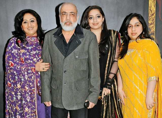 With husband JP Dutta and daughters Nidhi and Siddhi