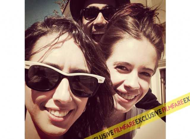 Photobombing Kallirroi's and Kalki Koechlin's selfie attempt