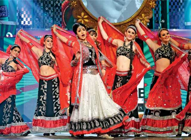 The dancers on stage with Anushka Sharma at the Filmfare Awards