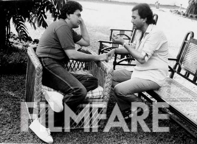 Rishi Kapoor and Rajesh share a candid moment