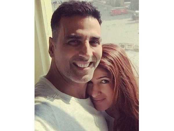 Akshay Kumar and Twinkle Khanna's cute PDA will make your hearts melt