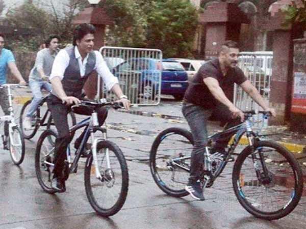 ebdc92543 Look who joined Shah Rukh Khan and Salman Khan on their bike ride ...