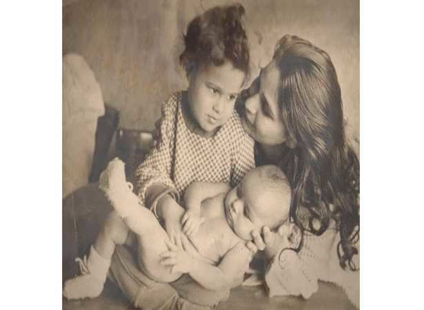 Shahid Kapoor's super cute throwback picture with brother Ishan Khattar and grandmother Khadija Azeem
