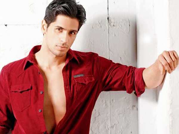 Sidharth Malhotra says he isn't under pressure to reprise Rajesh Khanna's role in 'Ittefaq' remake