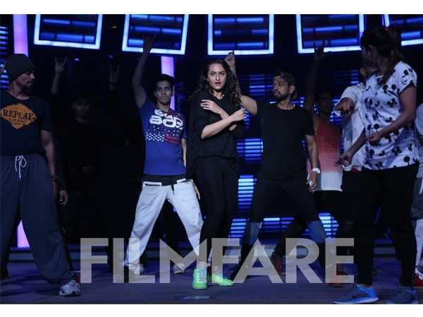 Sonakshi Sinha at the Filmfare Awards rehearsals