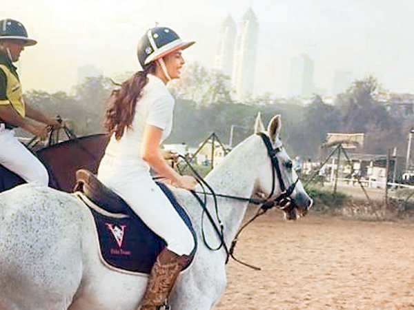 Jacqueline Fernandez goes horse riding at Mahalaxmi racecourse