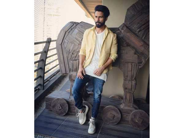 This is why Shahid Kapoor is the Millennial Style Icon . 4fff90f00