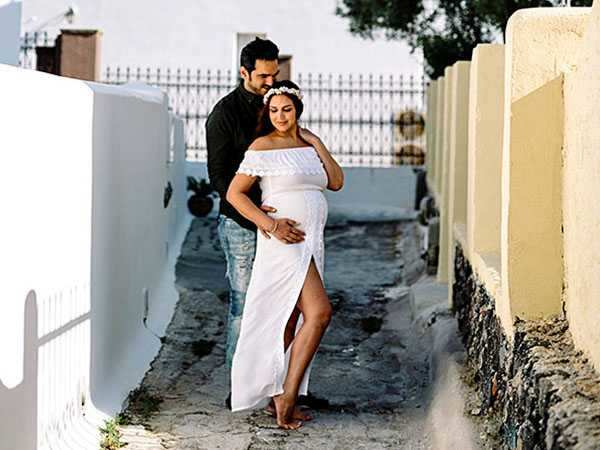 Mom-to-be Esha Deol to get married again on her baby shower
