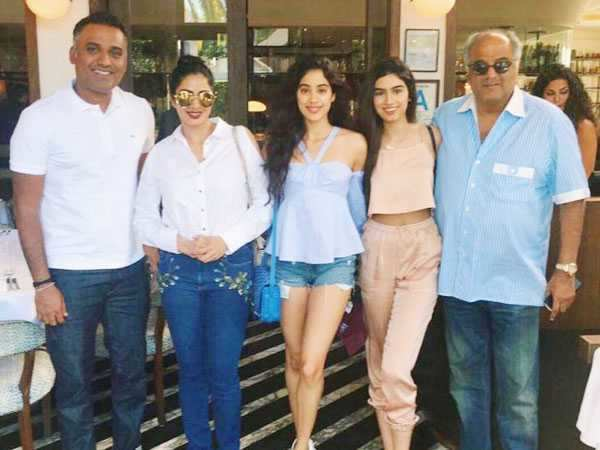 Sridevi stuns as she enjoys her U.S. vacation with daughters Jhanvi, Khushi and husband Boney Kapoor