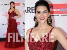 Kriti Sanon looks like a glam doll at the Reliance Digital And Filmfare Glamour And Style Awards