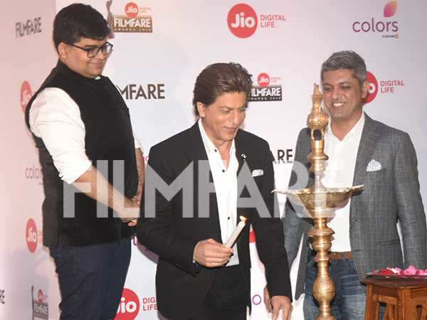 Photos! Shah Rukh Khan slays at the Jio Filmfare Awards 2018 press conference