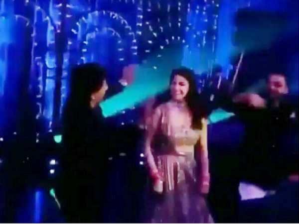 Video! Shah Rukh Khan dances with Anushka Sharma and Virat Kohli at their reception