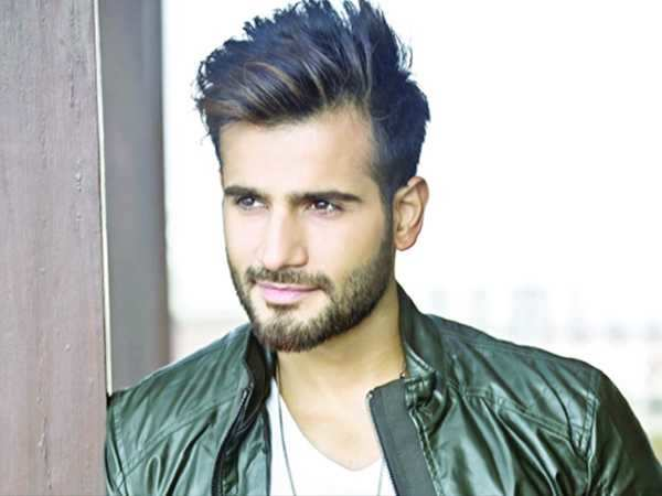 TV star Karan Tacker to make his B-town debut in Student of The Year 2