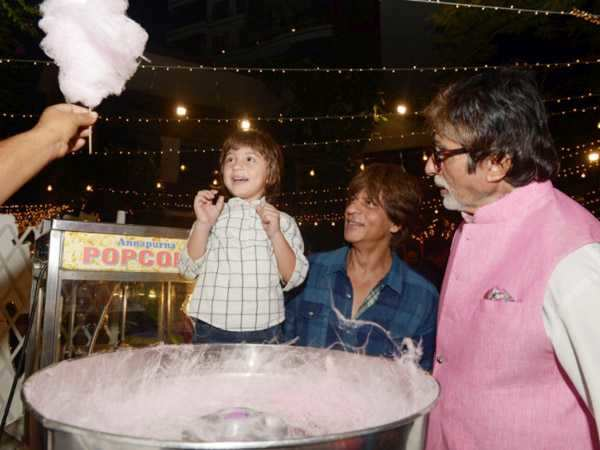 Aww! Amitabh Bachchan just shared a photo of AbRam Khan enjoying his candy floss with Shah Rukh Khan