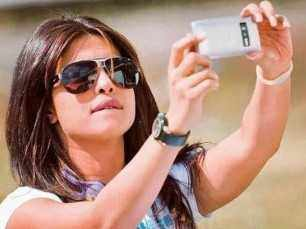 26 times Priyanka Chopra proved she's the queen of selfies