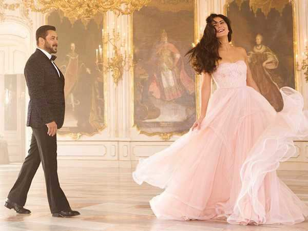 Salman Khan and Katrina Kaif look so in love in the song Dil diyan gallan
