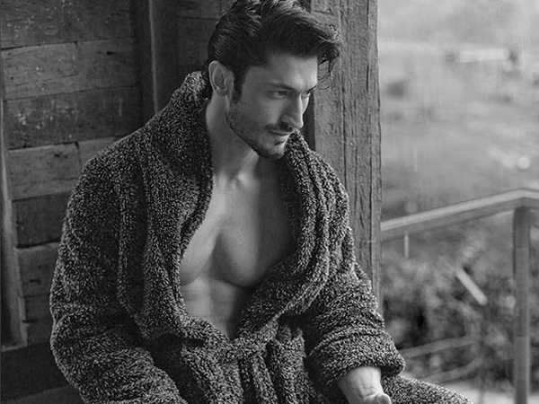 Exciting! Vidyut Jammwal kick-starts shooting for his next - Junglee