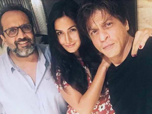 This post of Shah Rukh Khan from the sets of his Dwarf film will make you curious