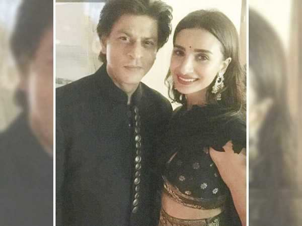 Patralekha blushes like a teenager is this picture with Shah Rukh Khan
