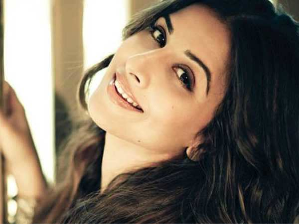 I wake up to a better-looking SRK – Vidya Balan