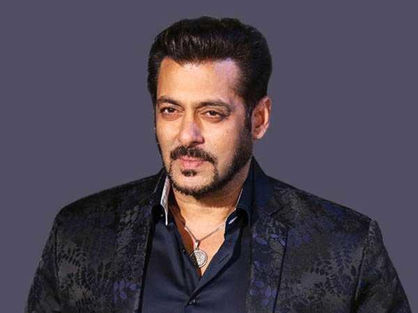 Salman Khan breaks a fan's phone!