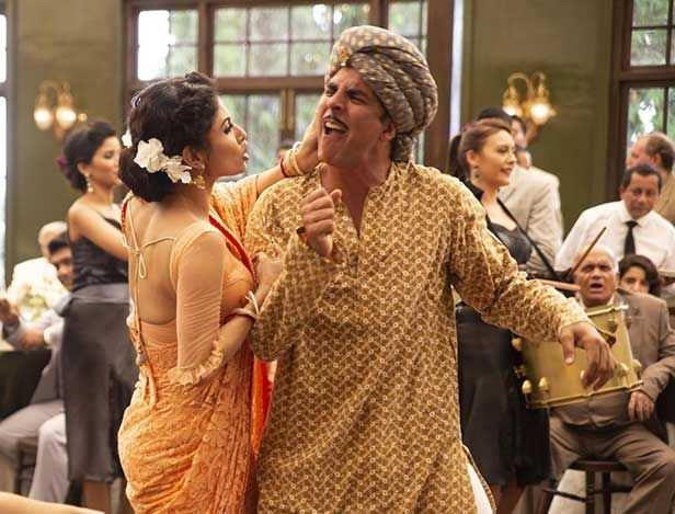 Akshay Kumar, Mouni Roy