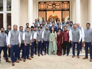 Twitterati angry as BCCI shares a picture of Anushka Sharma with Team India