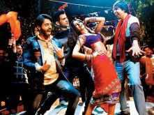 Rajkummar Rao belly dances with Nora Fathehi in Kamariya from Stree