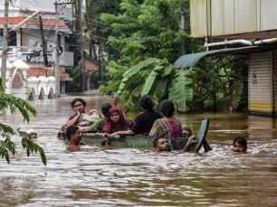 Kerala floods: Bollywood comes together for the victims