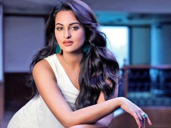 Sonakshi Sinha to recreate a popular Helen song in Total Dhamaal