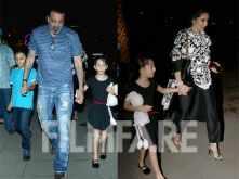 Photos! Sanjay Dutt enjoys a weekend dinner with family