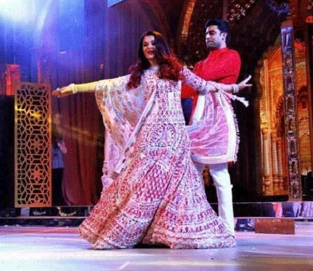 Video: Deepika-Ranveer and Abhishek-Aishwarya have an epic dance face off