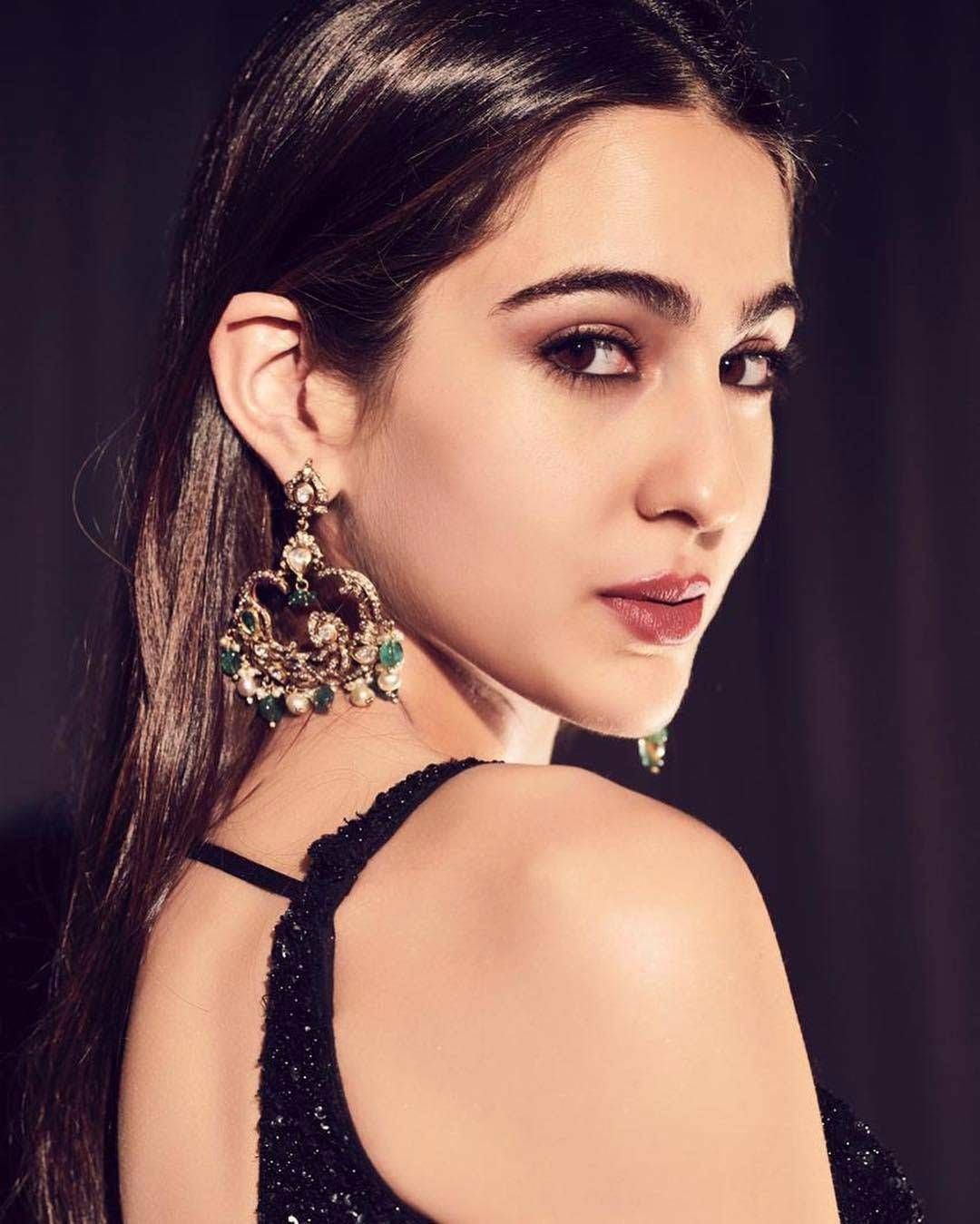 Sara Ali Khan recently made her Bollywood debut with Abhishek Kapoor's Kedarnath. Even though the film opened to a mixed response by the audience, Sara's efforts in her debut film sure received a lot of praise. In fact, even before the release of Kedarnath, Sara amused many with her wit and confidence during the promotions of her film and her appearance on Koffee With Karan.   The actress is aware that people love her for her honest and real behaviour. Talking about the same, Sara told a leading daily,