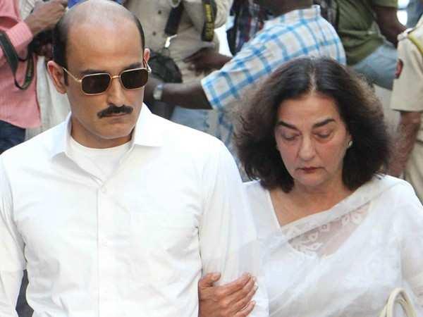 Late Vinod Khanna's ex wife Geetanjali passes away