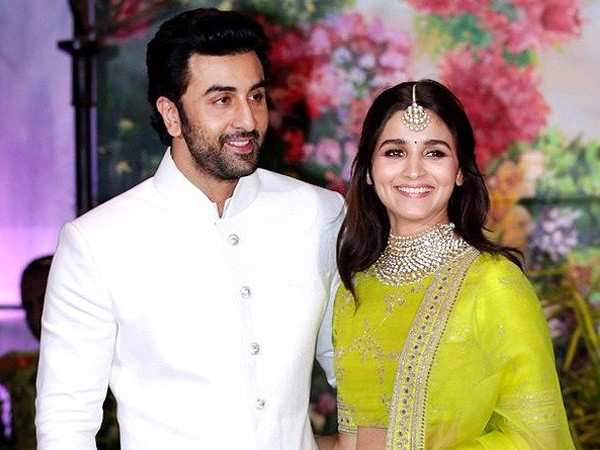Ranbir Kapoor adds Alia Bhatt to his family WhatsApp group, what's next?