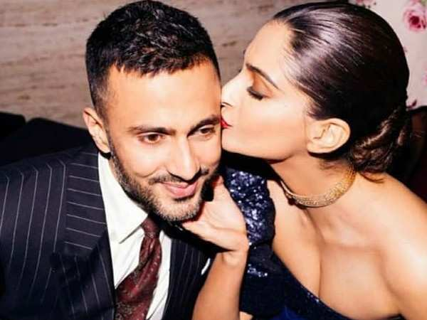 Sonam Kapoor reveals how Anand Ahuja proposed to her at Oxford library