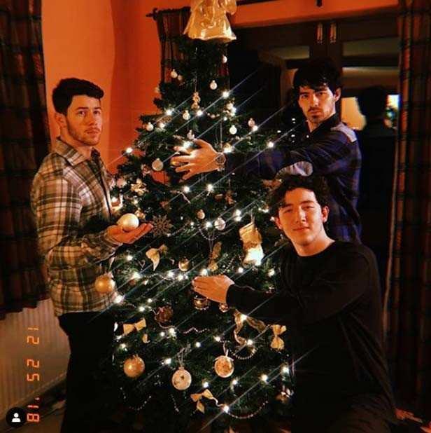 Priyanka Chopra spends Christmas with Nick Jonas and family in England