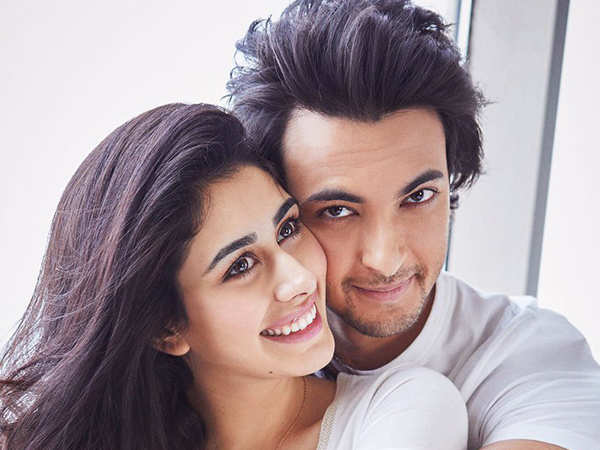 This new picture of Aayush Sharma and Warina Hussain will leave you excited for Loveratri