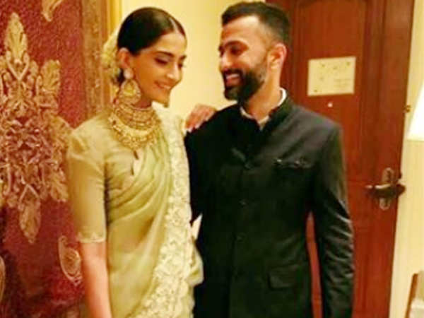 Sonam Kapoor's new profile picture with Anand Ahuja has got us more excited for their wedding