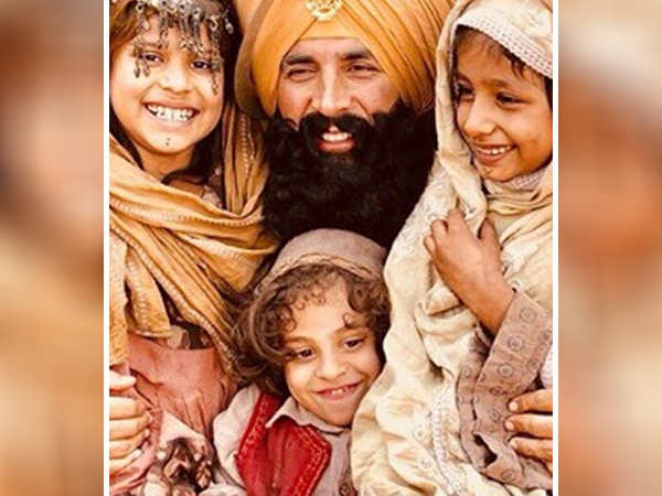 Akshay Kumar shoots with child actors on the sets of Kesari