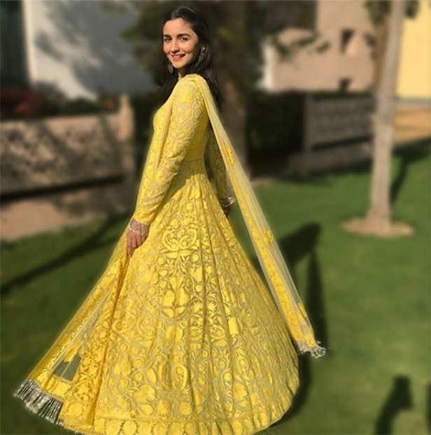 7 pictures of Alia Bhatt looking like a million bucks at her Best Friend's wedding