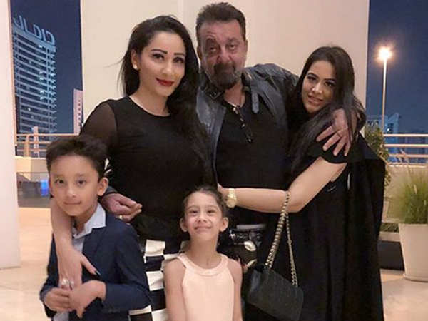 Sanjay Dutt and his family make for a perfect picture