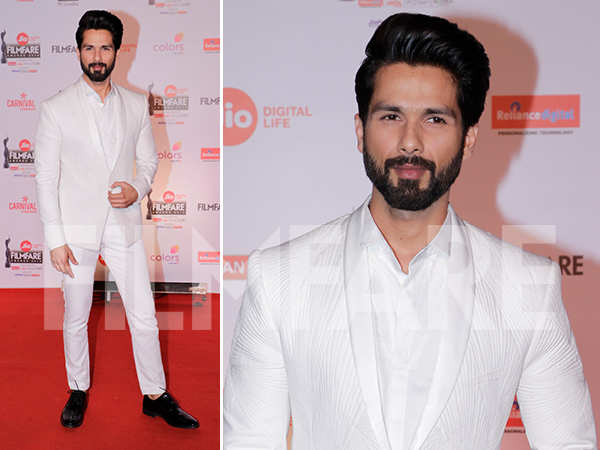 Shahid Kapoor looked suave as he arrived at the 63rd Jio Filmfare Awards