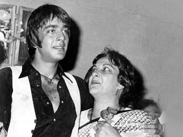 Sanjay Dutt gets emotional recalling his last moments with mom Nargis Dutt