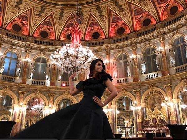 Stunning! Aishwarya Rai Bachchan looks like a dream in these latest photos